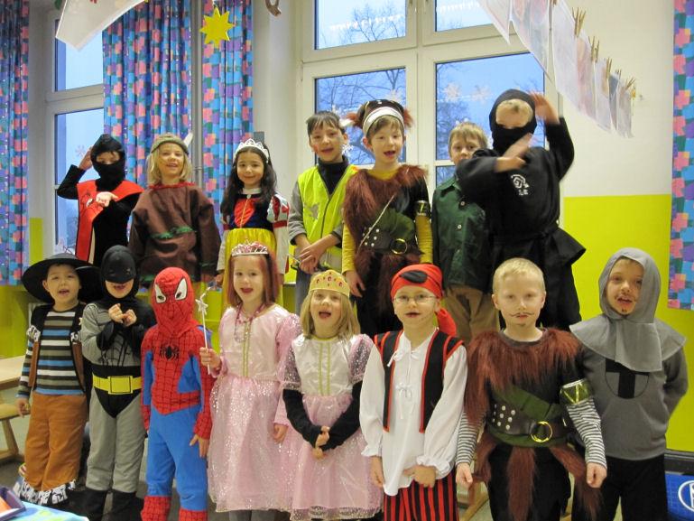 www.bonifatiusschule-marl.de/userimages/baerenklasse/Karneval Bärenklasse.JPG