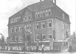 www.bonifatiusschule-marl.de/userimages/chronik/Boni1917.jpg