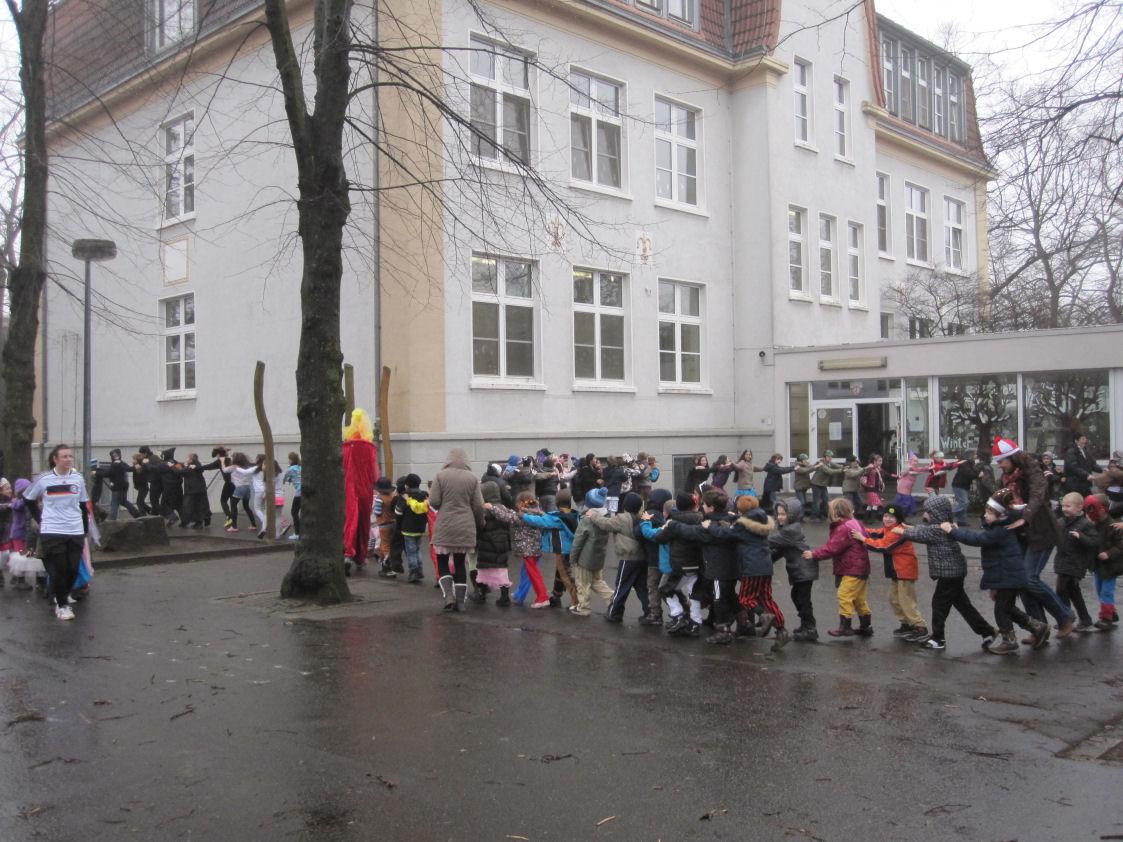 www.bonifatiusschule-marl.de/userimages/karneval/Polonaise.JPG