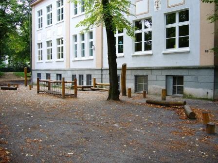 www.bonifatiusschule-marl.de/userimages/schulgelaende/bruecke.JPG