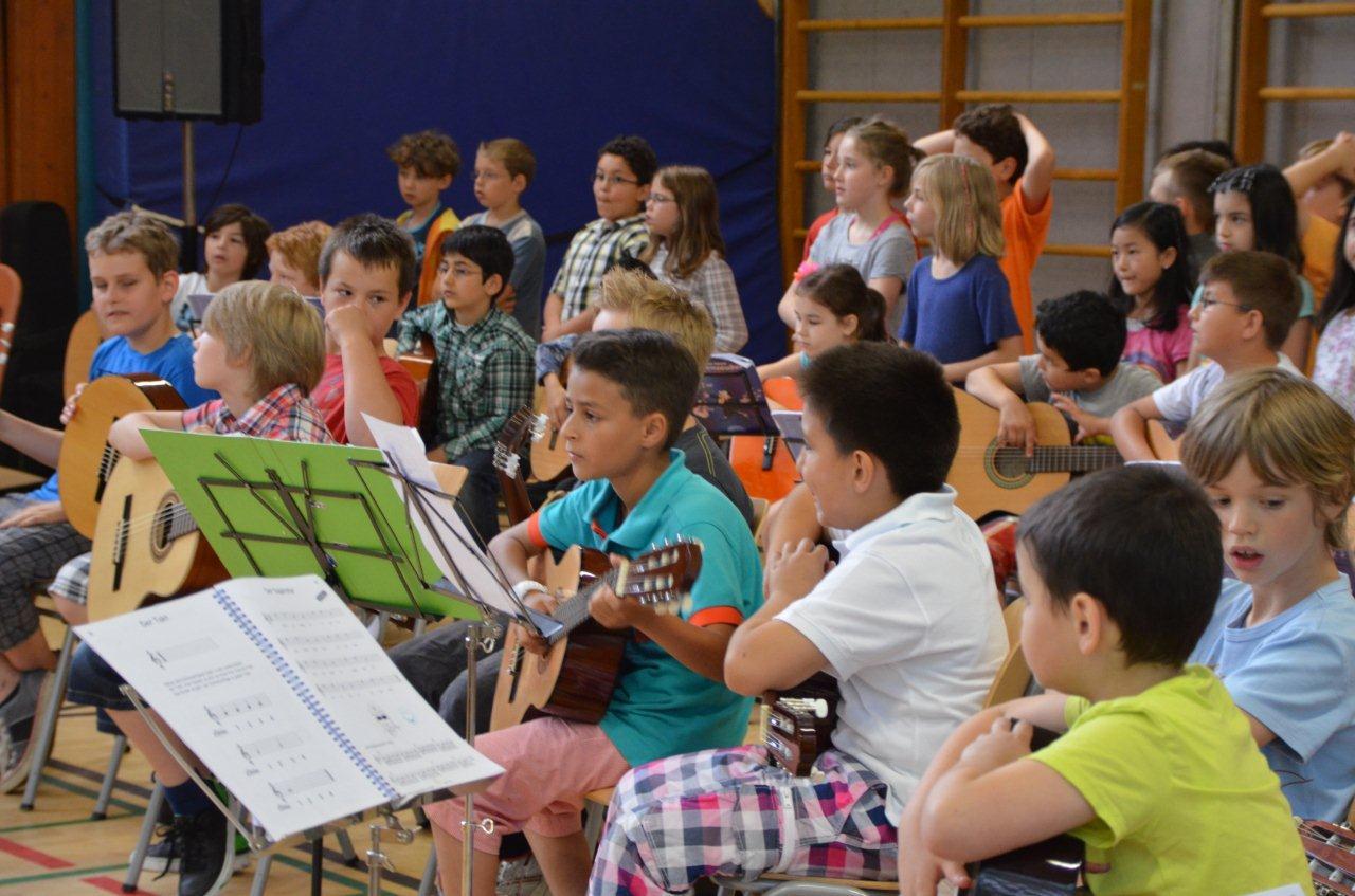 www.bonifatiusschule-marl.de/userimages/verabschiedungsfeier/DSC_1592.JPG